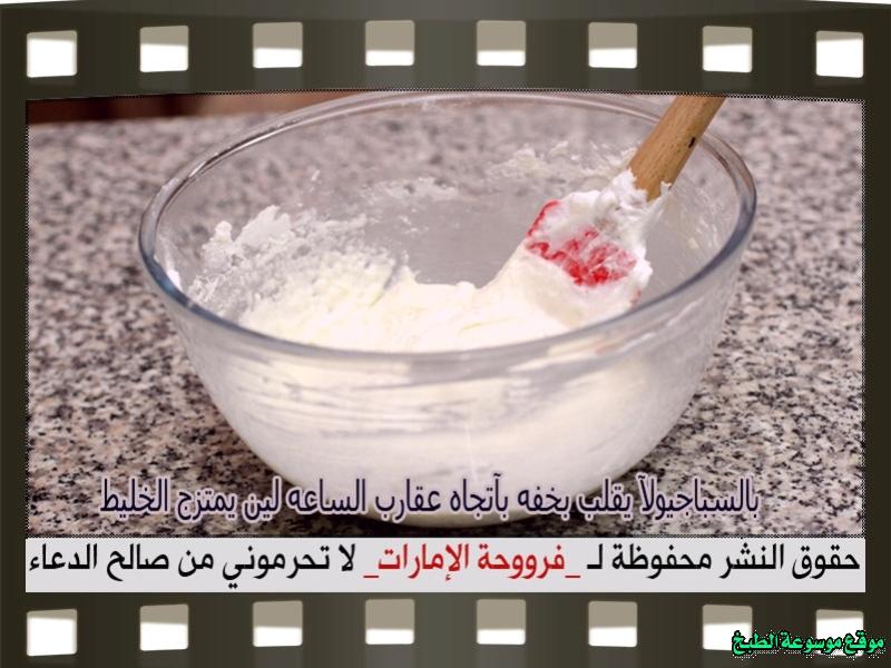 http://photos.encyclopediacooking.com/image/recipes_pictures-arabic-dessert-recipes-%D8%AD%D9%84%D9%88%D9%8A%D8%A7%D8%AA-%D9%81%D8%B1%D9%88%D8%AD%D8%A9-%D8%A7%D9%84%D8%A7%D9%85%D8%A7%D8%B1%D8%A7%D8%AA-%D8%B7%D8%B1%D9%8A%D9%82%D8%A9-%D8%B9%D9%85%D9%84-%D8%AD%D9%84%D9%89-%D8%A7%D9%84%D9%85%D8%A7%D9%83%D8%B1%D9%88%D9%86-macaron-recipe-%D8%A8%D8%A7%D9%84%D8%B5%D9%88%D8%B110.jpg