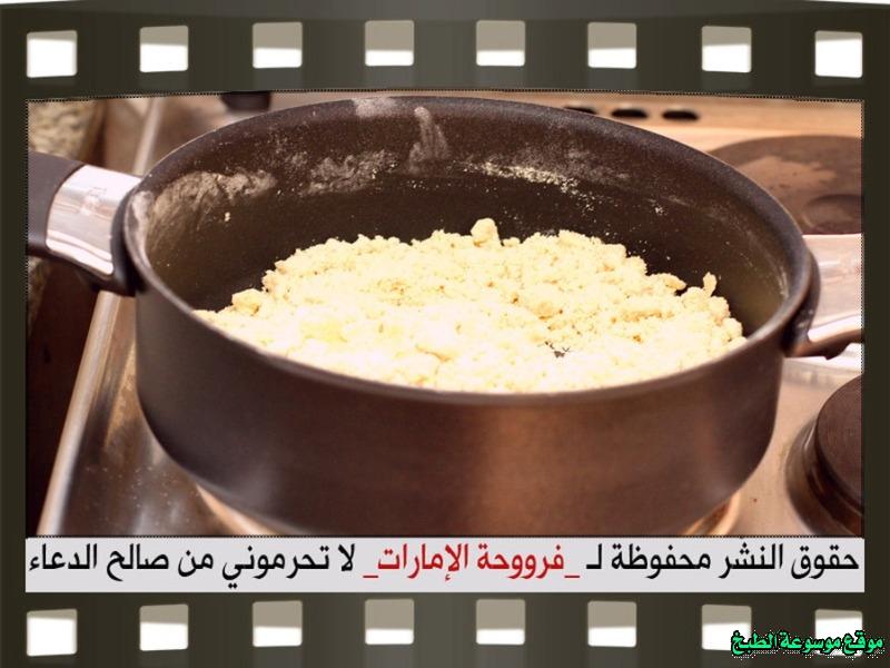 http://photos.encyclopediacooking.com/image/recipes_pictures-arabic-dessert-recipes-%D8%AD%D9%84%D9%88%D9%8A%D8%A7%D8%AA-%D9%81%D8%B1%D9%88%D8%AD%D8%A9-%D8%A7%D9%84%D8%A7%D9%85%D8%A7%D8%B1%D8%A7%D8%AA-%D8%B7%D8%B1%D9%8A%D9%82%D8%A9-%D8%B9%D9%85%D9%84-%D8%AD%D9%84%D9%89-%D8%AE%D8%A8%D9%8A%D8%B5%D8%A9-%D8%A7%D9%84%D8%AA%D9%85%D8%B1-%D8%A8%D8%A7%D9%84%D8%B5%D9%88%D8%B17.jpg