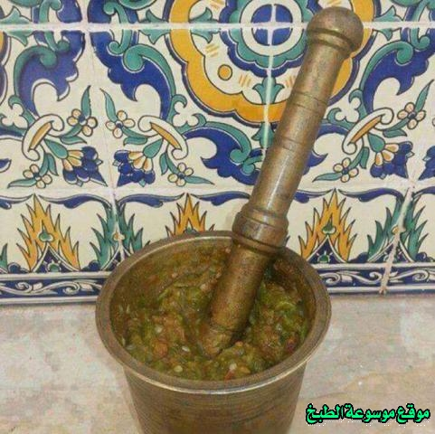 http://photos.encyclopediacooking.com/image/recipes_pictures-cuisine-tunisienne-traditionnelle-en-arabe-kitchen-recipes-%D8%B7%D8%B1%D9%8A%D9%82%D8%A9-%D8%B9%D9%85%D9%84-%D9%88%D8%B7%D8%A8%D8%AE-%D8%A7%D9%84%D8%B3%D9%84%D8%B7%D8%A9-%D8%A7%D9%84%D9%85%D8%B4%D9%88%D9%8A%D8%A9-%D8%A7%D9%83%D9%84%D8%A9-%D8%AA%D9%88%D9%86%D8%B3%D9%8A%D8%A9-%D9%85%D9%86-%D8%A7%D9%84%D9%85%D8%B7%D8%A8%D8%AE-%D8%A7%D9%84%D8%AA%D9%88%D9%86%D8%B3%D9%8A-%D8%A8%D8%A7%D9%84%D8%B5%D9%88%D8%B14.jpg