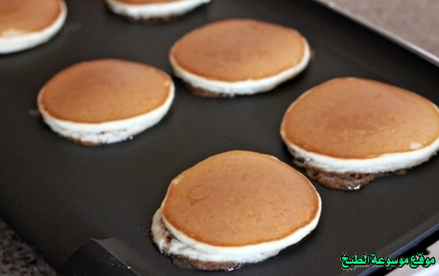 http://photos.encyclopediacooking.com/image/recipes_pictures-how-to-make-pancakes-in-arabic-recipes-%D8%B7%D8%B1%D9%8A%D9%82%D8%A9-%D8%B9%D9%85%D9%84-%D8%A7%D9%84%D8%A8%D8%A7%D9%86-%D9%83%D9%8A%D9%83-%D8%A8%D8%A7%D9%84%D9%82%D8%B4%D8%B7%D8%A9-%D8%A7%D9%84%D8%AD%D8%A7%D9%85%D8%B6%D8%A9-%D9%88%D8%A7%D9%84%D9%82%D8%B1%D9%81%D8%A9-%D8%A8%D8%A7%D9%84%D8%B5%D9%88%D8%B14.jpg