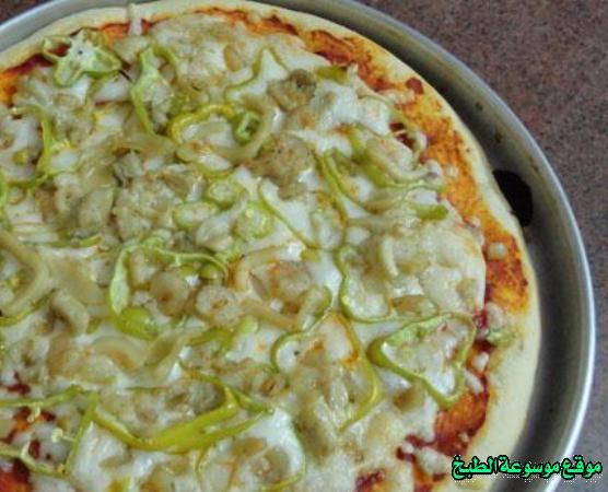 -how to make pizza step by step picturesطريقة عمل بيتزا سى فود المقرمشة بالصور خطوة بخطوة