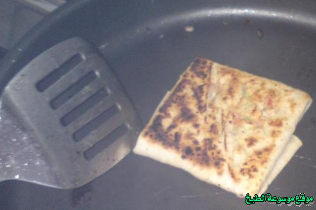 http://photos.encyclopediacooking.com/image/recipes_pictures-murtabak-recipe-in-arabic-%D8%B7%D8%B1%D9%8A%D9%82%D8%A9-%D8%B9%D9%85%D9%84-%D8%A7%D9%84%D9%85%D8%B7%D8%A8%D9%82-%D8%A7%D9%84%D9%84%D8%B0%D9%8A%D8%B0%D9%87-%D9%88%D8%A7%D9%84%D8%B3%D9%87%D9%84%D8%A9-%D8%A8%D8%A7%D9%84%D8%B5%D9%88%D8%B110.jpg
